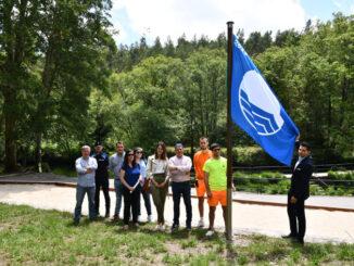 A bandeira azul xa ondea na praia fluvial da Calzada A Nova Peneira