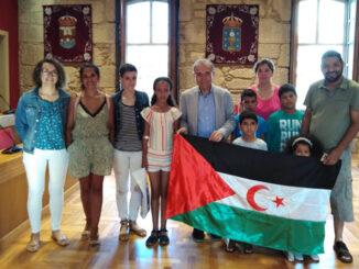 Recepción saharauis concello ponteareas a nova peneira