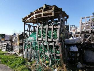 Indignación veciñal pola acumulación de residuos dunha empresa en Cepeda