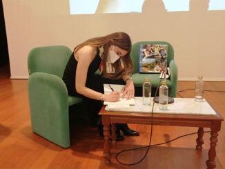 Anabel Antela presenta o seu traballo en Ponteareas