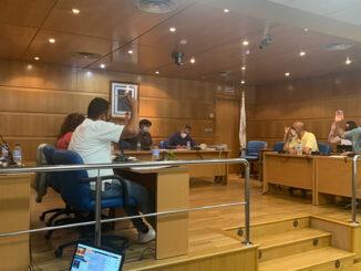 A corporación aprobou por unanimidade o gasto de máis de 700.000 € en asfaltado e saneamento de vías municipais; duplicar a achega ao Festival de Cans e retomar a atención presencial no Concello